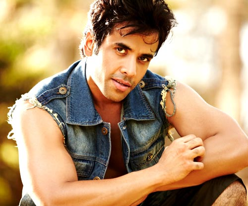 Tusshar Kapoor Height