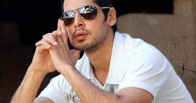 Dino Morea Height
