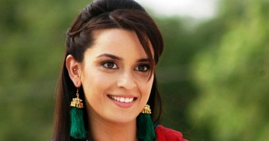 Ekta Kaul Height