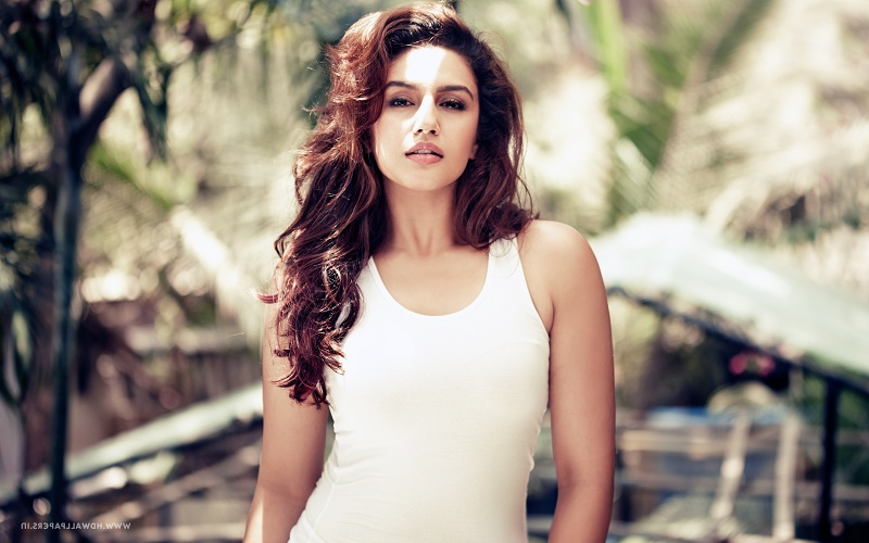 Huma Qureshi Height
